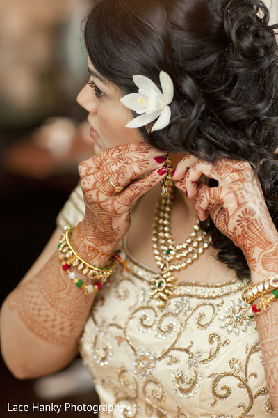 Getting Ready in Bloomington, MN Indian Wedding by Lace Hanky Photography