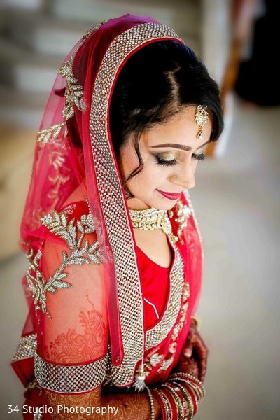 indian weddings,portraits of indian wedding,indian bride,indian wedding portrait,indian bridal fashions,indian bride photography,indian wedding photo