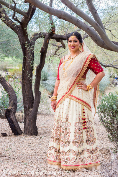indian wedding lengha,indian bridal lengha,indian wedding lehenga,portraits of indian wedding,indian bride,indian bridal fashions,indian bride photography,indian wedding photo