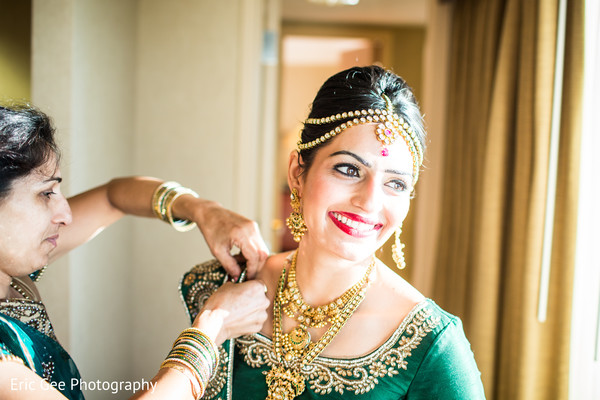 Getting Ready in Itasca, Illinois Indian Wedding by Eric Gee Photography
