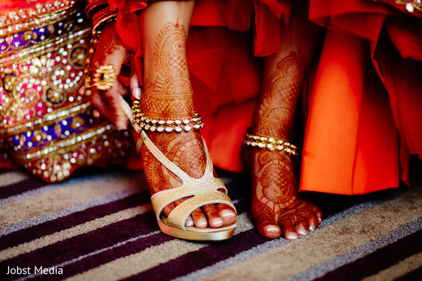 indian bride getting ready,indian wedding shoes,indian wedding mehndi