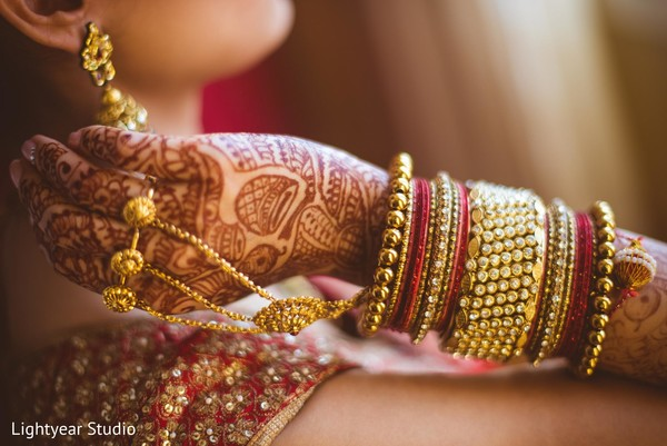 indian bride getting ready,indian bridal jewelry,indian wedding bangles