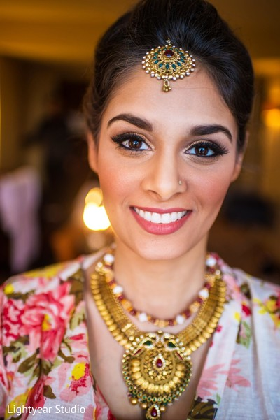 indian bride getting ready,indian bridal hair and makeup,indian wedding necklace