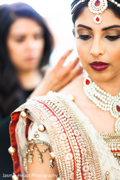 Getting Ready in Charlotte, NC Indian Wedding by Jasmin Hejazi Photography