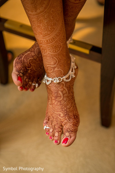 indian bride getting ready,indian wedding mehndi,indian weddings