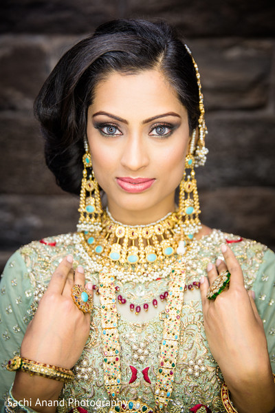 photo shoot,photoshoot,bridal photoshoot,bridal photo shoot,indian bridal hair and makeup,indian bridal jewelry,indian wedding portraits