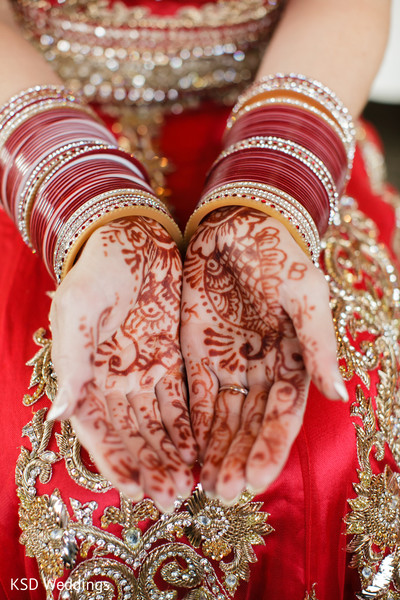 indian bride getting ready,indian wedding mehndi