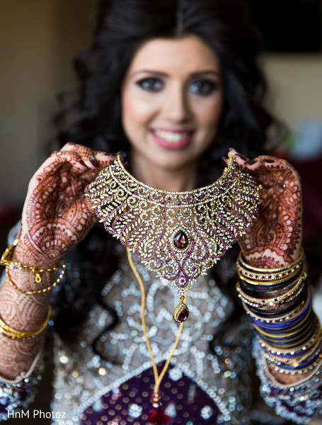 indian bride getting ready,indian wedding necklace