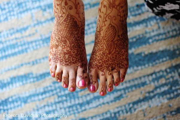 getting ready,mehndi