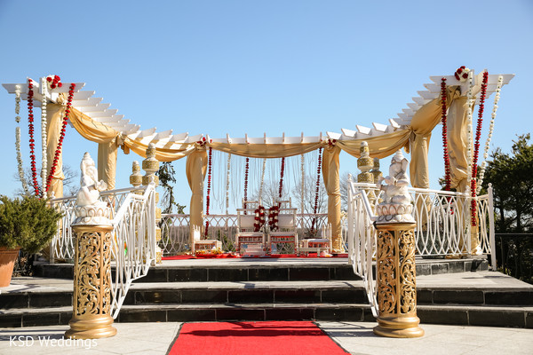 indian wedding ceremony,indian wedding mandap,outdoor indian wedding decor