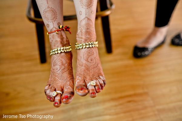 indian bride getting ready,indian wedding mehndi