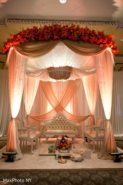 12 incredibly luxurious indoor mandaps maharani weddings. Black Bedroom Furniture Sets. Home Design Ideas