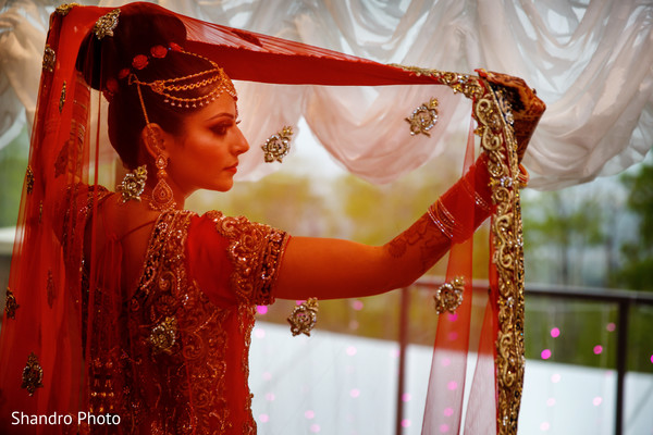indian bride getting ready,tikka