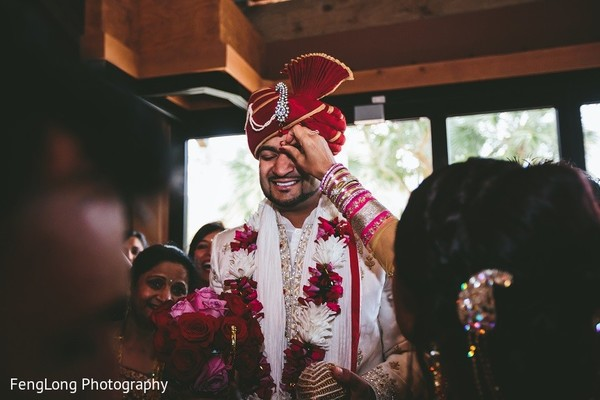 indian wedding baraat,indian groom baraat,indian groom,indian bridegroom,milni