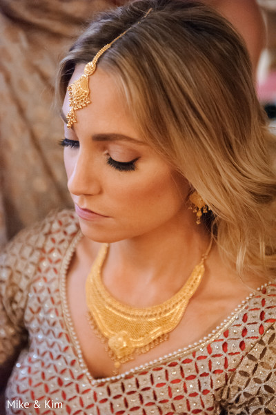 indian bride getting ready,indian bridal hair and makeup,indian bridal jewelry,gold indian wedding jewelry,indian wedding necklace,tikka