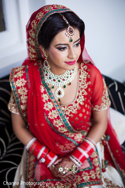 indian bride getting ready,indian bridal hair and makeup,tikka,indian wedding necklace,indian bridal jewelry