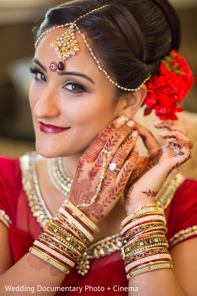 getting ready,hair and makeup,makeup,tikka,mehndi,bangles,churis