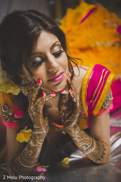 indian wedding mehndi,indian wedding mehndi party,indian wedding party portraits,indian wedding portraits,indian wedding portrait,portraits of indian wedding,indian bride and groom,indian wedding ideas,indian wedding photography,indian wedding photo,indian bride and groom photography