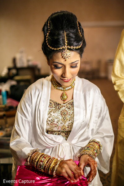 getting ready,hair and makeup,tikka,necklace,bangles,gold bridal set