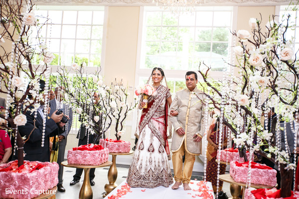ceremony,indian wedding,indian ceremony,indian wedding ceremony,aisle decor,floral arrangements,bridal lengha,lengha,lengha sari,bridal fashion