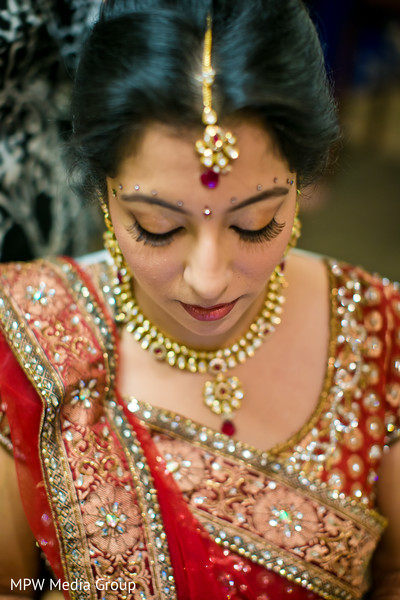 getting ready,hair and makeup,tikka,bridal jewelry,gold bridal set,necklace,ruby