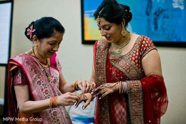 getting ready,hair and makeup,tikka,bridal jewelry,gold bridal set,necklace,ruby,sari,bridal fashion