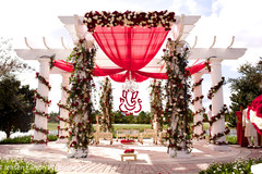 The outdoor Indian wedding ceremony takes place!
