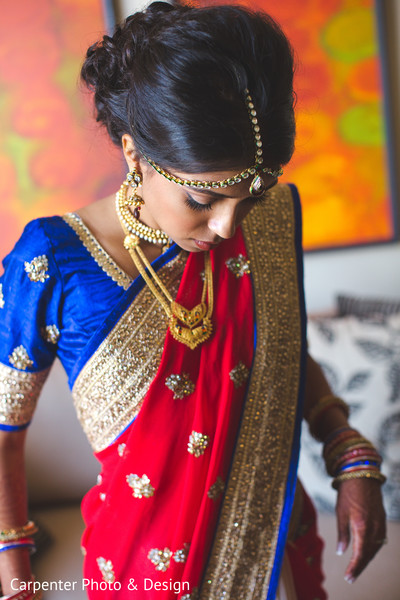 getting ready,sari,bridal sari,tikka,gold necklace
