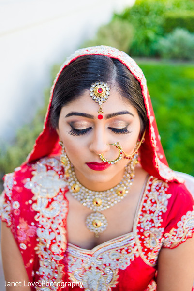 getting ready,bridal jewelry,gold bridal set,ruby,tikka,hair and makeup,necklace