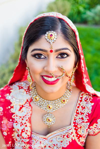 getting ready,bridal jewelry,gold bridal set,ruby,hair and makeup