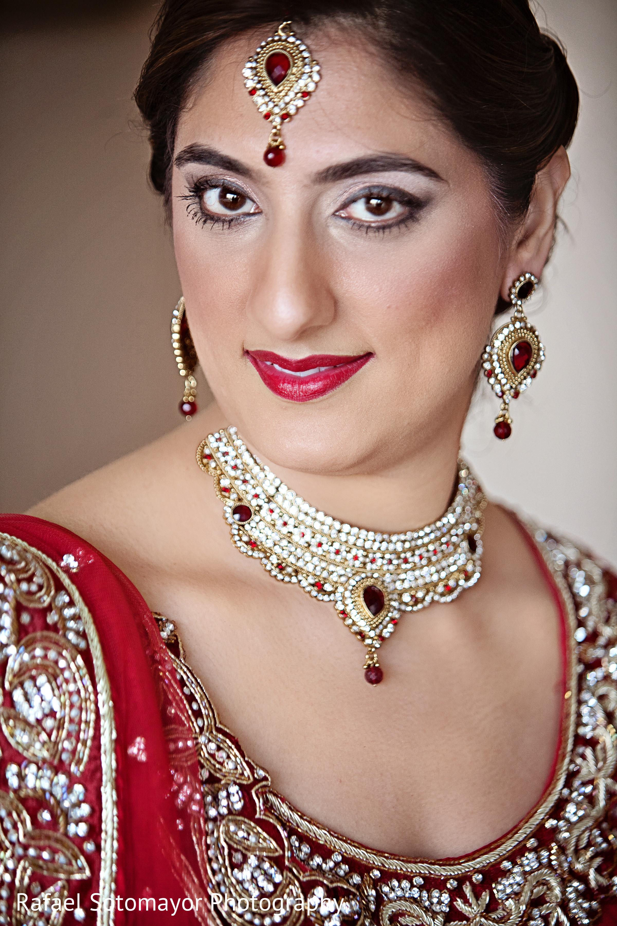 Indian Bridal Hairstyle And Makeup Mugeek Vidalondon