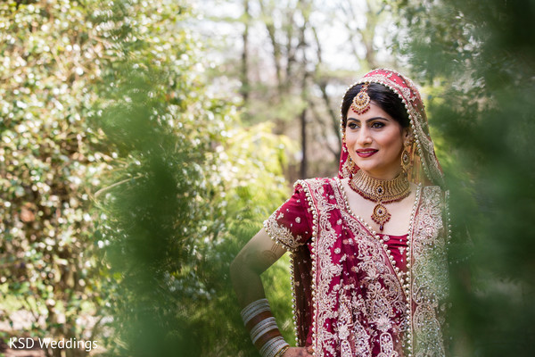 mehndi,mehndi artists,hair and makeup,portraits,outdoor portraits,outdoor,first look,first look portraits,ruby,bridal jewelry,tikka,necklace,gold bridal set