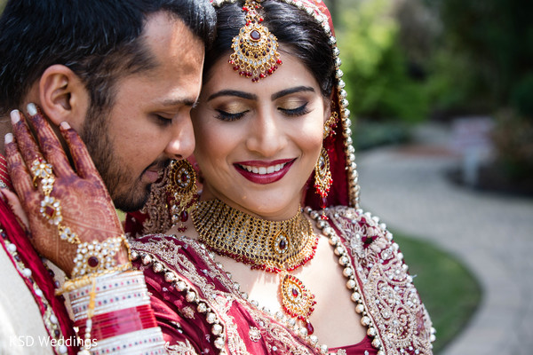 mehndi,mehndi artists,hair and makeup,portraits,outdoor portraits,outdoor,first look,first look portraits,bridal jewelry,gold bridal set,necklace,gold necklace,tikka.ruby