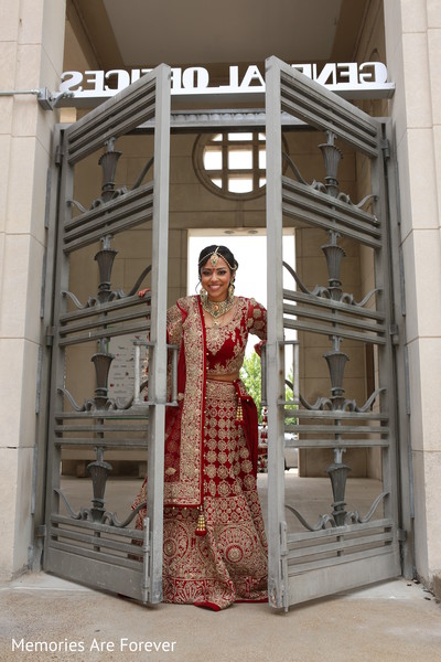 indian weddings,portraits of indian wedding,indian bride,indian wedding portrait,indian bridal fashions,indian bride photography,indian wedding photo,indian wedding fashions,indian wedding lengha,indian bridal lengha,indian wedding lehenga