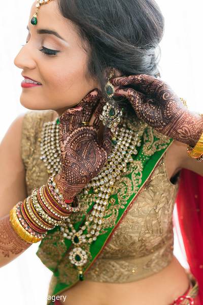 indian bride getting ready,indian bridal jewelry,indian weddings,indian wedding necklace,indian wedding makeup