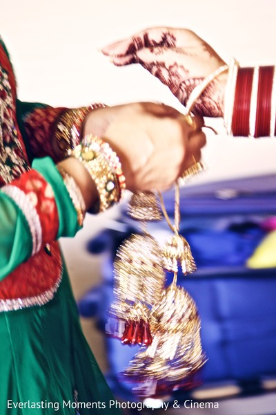 Getting Ready in Ontario, Canada Indian Wedding by Everlasting Moments Photography & Cinema