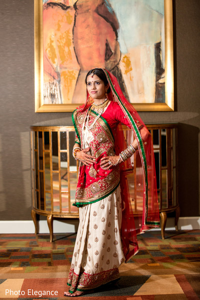 first look,first look portraits,bridal fashion,sari