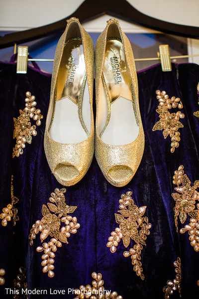 bridal accessories,indian bridal accessories,indian bride shoes,shoes for indian brides,shoes for indian bride,designer shoes for indian brides,indian bridal footwear,bridal footwear,shoes,bridal shoes,wedding shoes