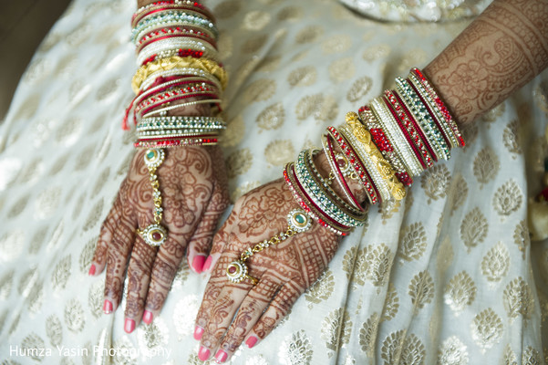 Getting Ready in Grapevine, TX Gujarati Wedding by Humza Yasin Photography