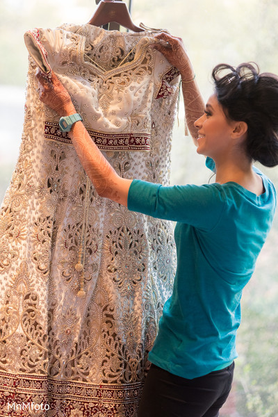 indian bride getting ready,indian wedding lengha,indian bridal fashions