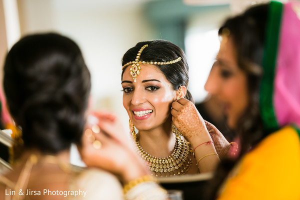 getting ready,bridal jewelry,tikka,hair and makeup,gold bridal set