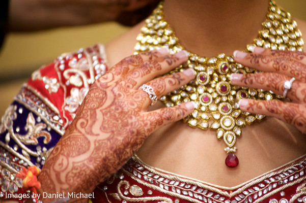 indian bridal mehndi,indian bridal henna,indian wedding henna,indian wedding mehndi,mehndi for indian bride,henna for indian bride,indian weddings,indian wedding design,indian wedding necklace,bridal necklacem bride getting ready,indian bride getting ready