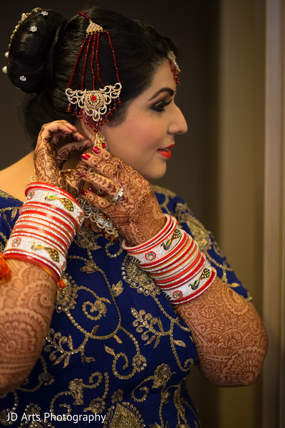 getting ready,hair and makeup,bridal jewelry,ruby,jhoomar,bangles