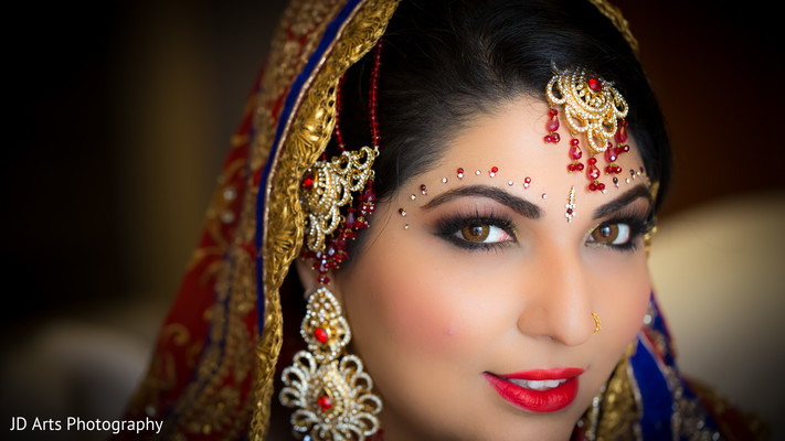 getting ready,hair and makeup,bridal jewelry,ruby,tikka,earrrings