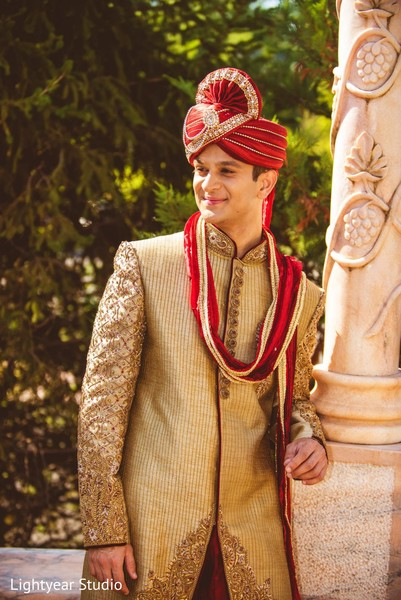 first look,first look portraits,portraits,pagri,headpiece,groom fashion,sherwani
