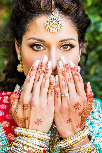 first look,first look portraits,portraits,outdoor,outdoor portraits,hair and makeup,mehndi