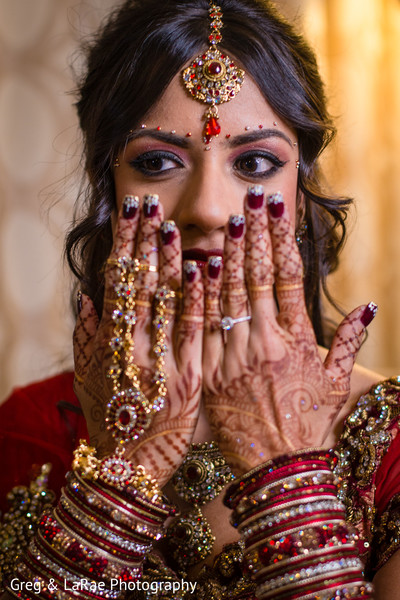 getting ready,mehndi,bangles,makeup