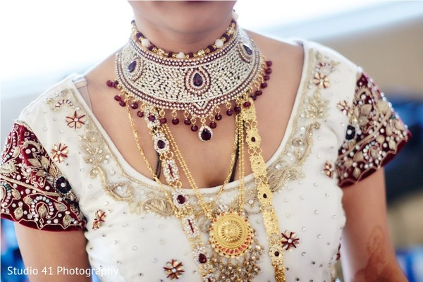 indian bride getting ready,indian wedding necklace,indian bridal jewelry,indian weddings