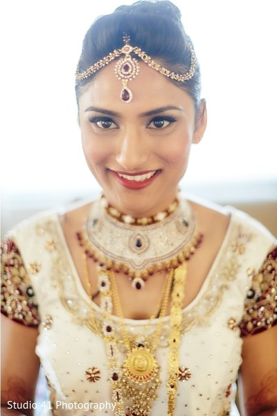 indian bride getting ready,indian bridal hair and makeup,indian bridal jewelry,indian weddings,indian wedding necklace