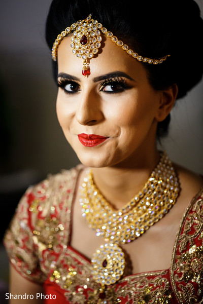 getting ready,hair and makeup,bridal jewelry,necklace,tikka